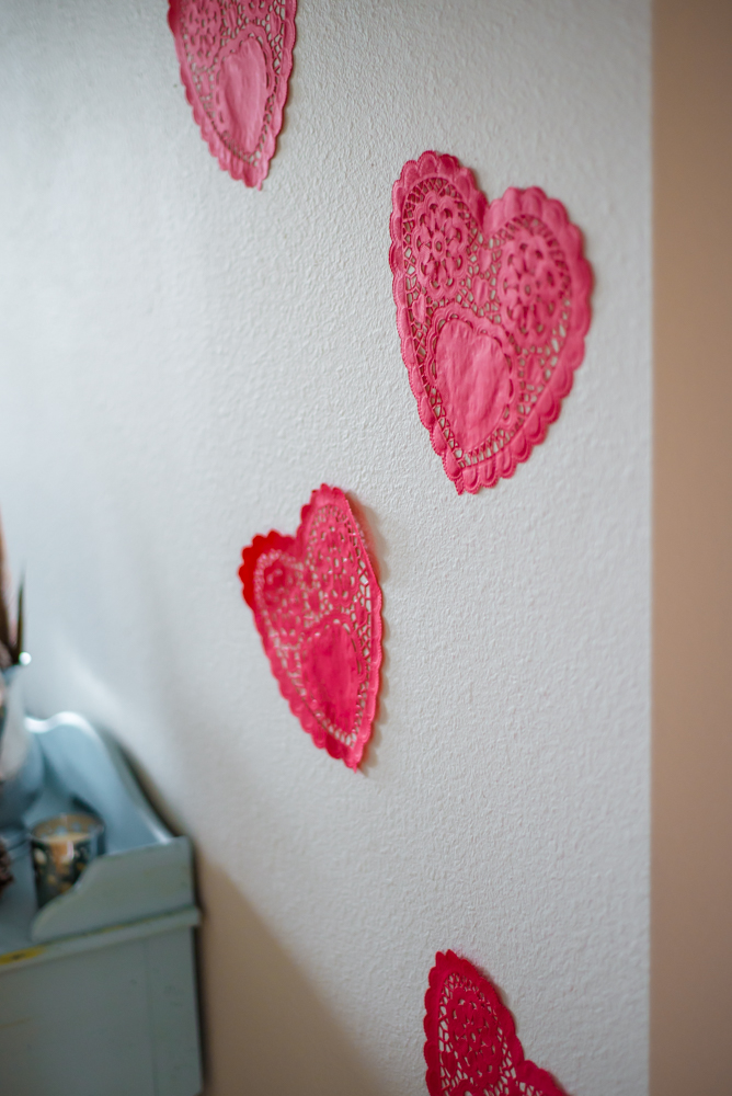 Need some budget-friendly inspiration for Valentine's Day decor this year? Don't miss these cheap— yet elegant and romantic— decoration ideas!
